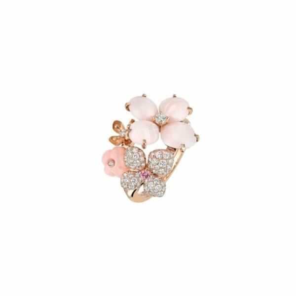 Bague Chaumet Hortensia Aube Rosée en or rose, diamants, opale peau d'ange, opale rose et saphir rose