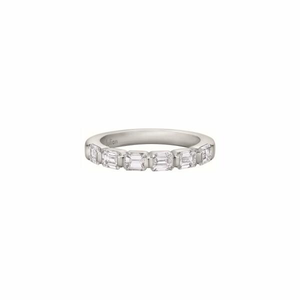 Demi Alliance ligne diamants taille émeraude en or blanc palladié
