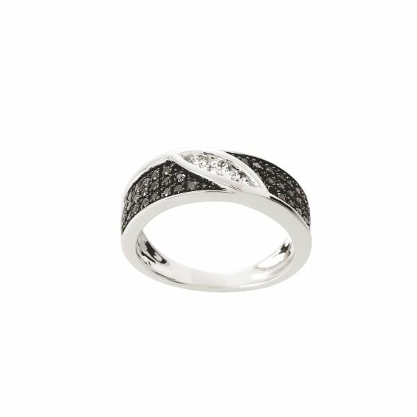 Bague en or blanc et diamants blanc et noirs de 0.50ct