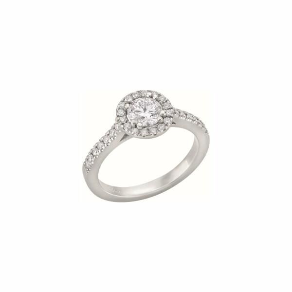 Bague solitaire diamant taille brillant entourage et corps pavés diamants en or blanc palladié