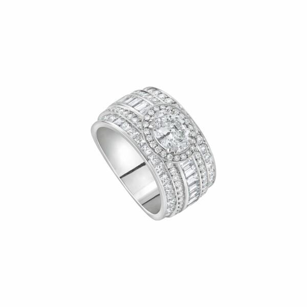 Bague Diamant taille ovale pavée de diamants blancs de plusieurs tailles en or blanc palladié