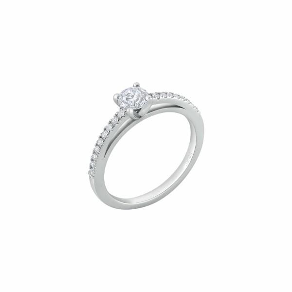 Bague solitaire diamant taille brillant corps serti en or blanc palladié