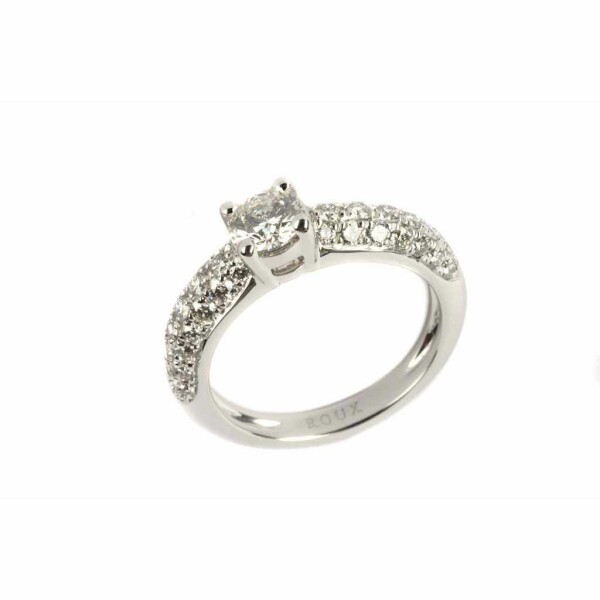 Bague en or blanc, diamant taille brillant de 0.49ct et 42 diamants de 0.53ct, taille 53