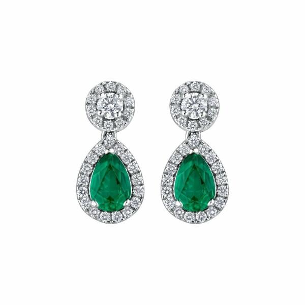 Boucles d'oreilles émeraudes taille poire et diamants taille brillant en or blanc