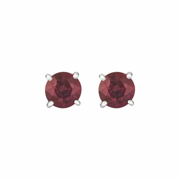 Boucles d'oreilles puces rubis taille brillant sertis 4 griffes en or blanc