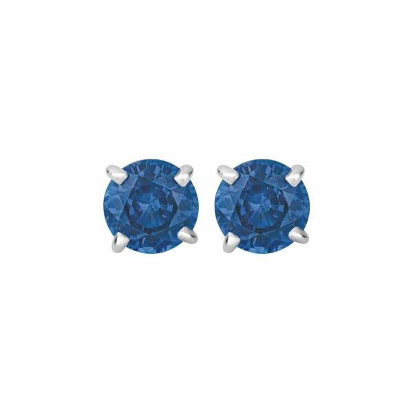 Boucles d'oreilles puces saphirs bleus taille brillant sertis 4 griffes en or blanc