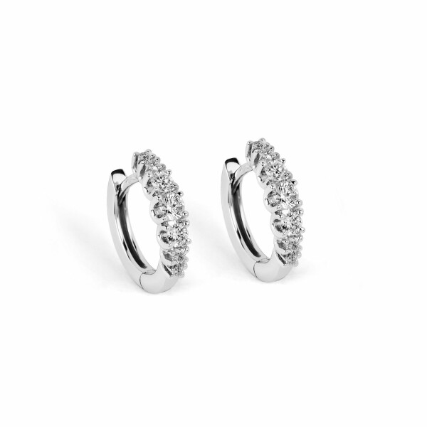 Boucles d'oreilles en or blanc et diamants de 0.682ct