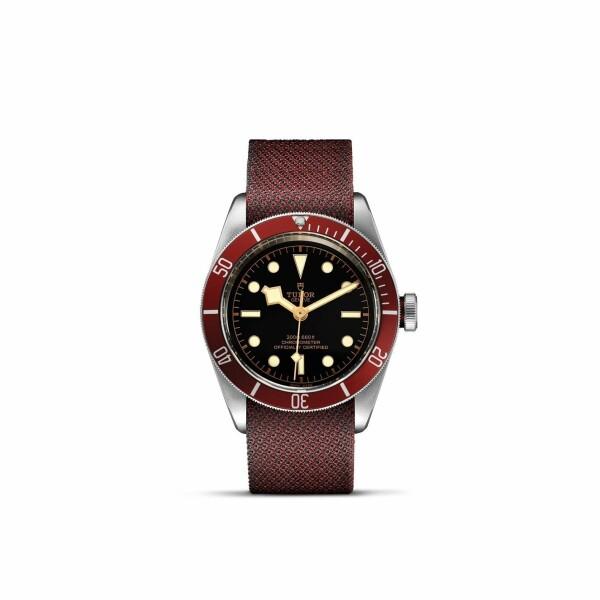 Montre TUDOR Black Bay boîtier en acier, 41mm, bracelet en tissu bordeaux
