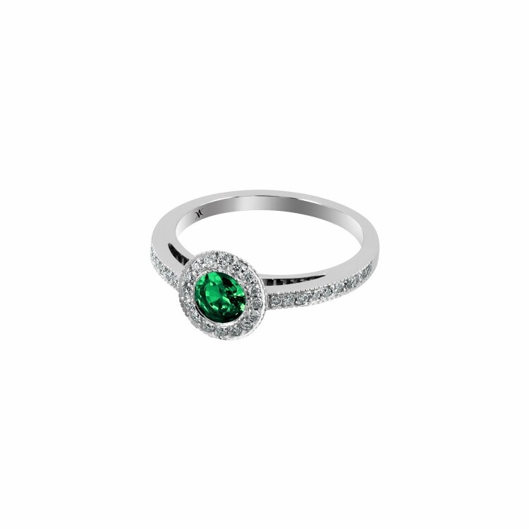 Bague en or blanc, émeraude et diamants de 0.21ct