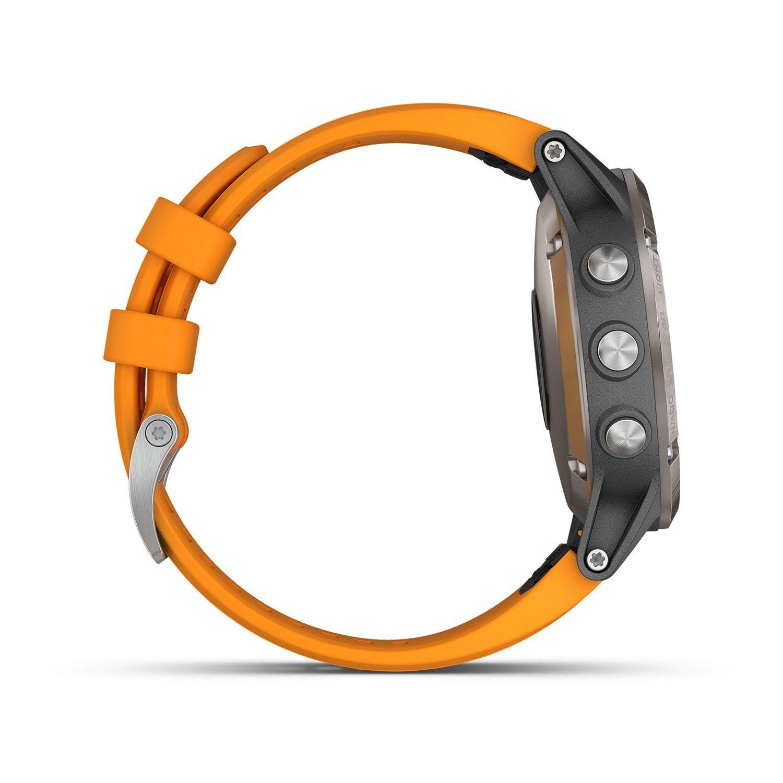 Montre connectée Garmin fenix 5 Plus Sapphire Titanium avec bracelet orange vue 4