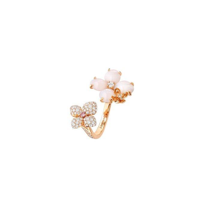 Bague Chaumet Hortensia Aube Rosée en or rose, diamants, saphir rose, opale rose et opale peau d'ange