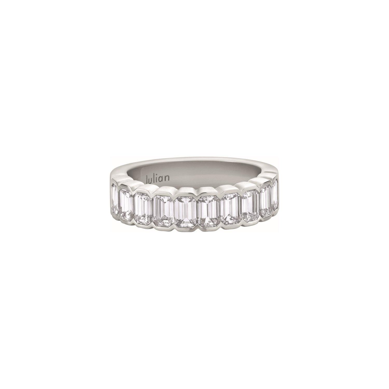 Demi Alliance coques diamants taille émeraude en or blanc palladié
