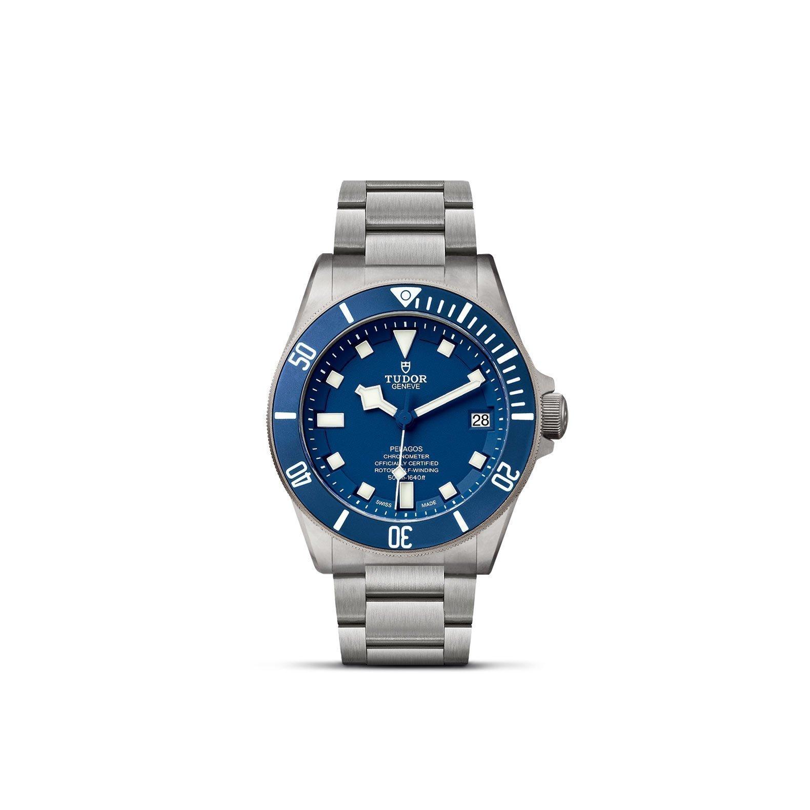 Montre TUDOR Pelagos disque bleu mat en céramique, bracelet en titane vue 1