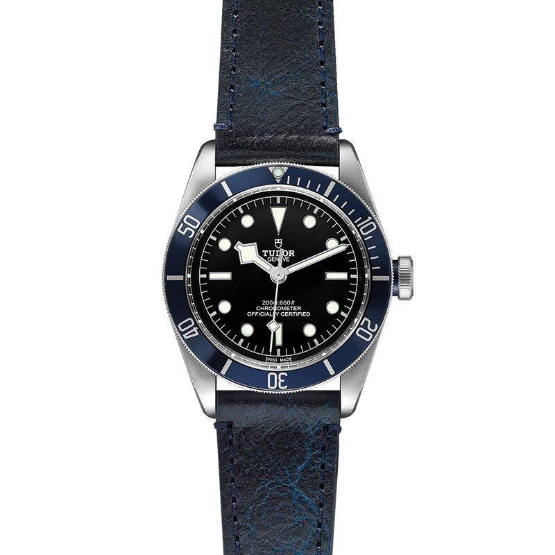 Montre TUDOR Black Bay boîtier en acier, 41mm, bracelet en cuir vieilli vue 2